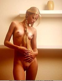ANDREA C  BY VORONIN - ALMOST TOO PERFECT - ORIG. PHOTOS AT 1200 PIXELS - © 2006 MET-ART.COM