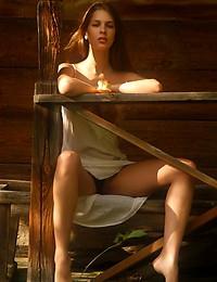 VIKA AC  BY PASHA - KALLISTA - ORIG. PHOTOS AT 3000 PIXELS - © 2006 MET-ART.COM