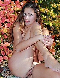 ALISIA A  BY DOLCE - BLOOMERS - ORIG. PHOTOS AT 5600 PIXELS - © 2006 MET-ART.COM