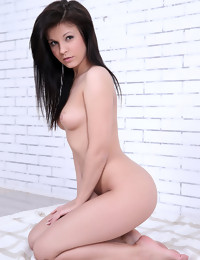 CASTING Tyna - FREE PHOTO PREVIEW - WATCH4BEAUTY erotic art magazine
