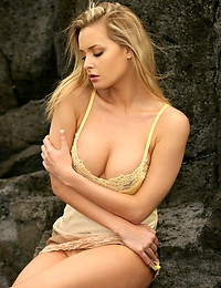 On the rock - FREE WATCH4BEAUTY PHOTO GALLERY