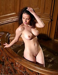 Divine Dasha displays her curves - for your delectation!