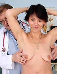 Midle mature Kaja vagina gaping fetish gyno checking