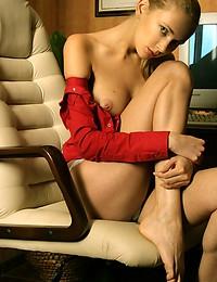 OLYA M  BY NATASHA_SCHON - DEWIX - ORIG. PHOTOS AT 3800 PIXELS - © 2006 MET-ART.COM