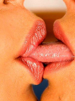 Ero Kissing pics